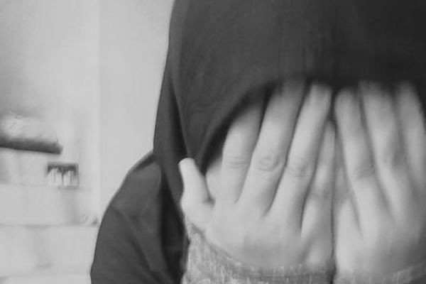 , sad ,Dibilang Jilbab Munafik, Bagaimana Menyikapinya?