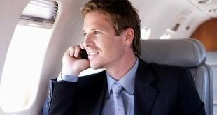 """, 230886_ilustrasi-seorang-menelepon-di-pesawat_663_382-310x165 ,Hukum """"Telepon Mesra"""" di Antara Suami-Istri"""