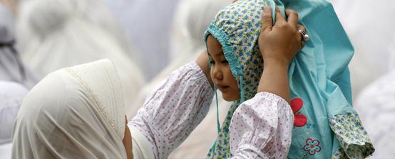 Pakaian Terbaik, Bukan Pakaian Baru di Hari Raya, wanita-ibu-anak-muslimah- ,Pakaian Terbaik, Bukan Pakaian Baru di Hari Raya