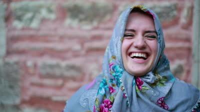 muslimah tertawa